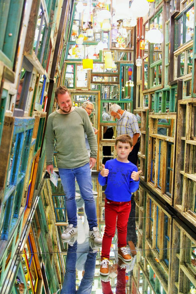 kunstmuseum Voorlinden speciaal huis vol spiegels