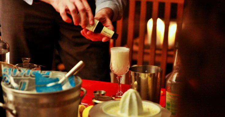 workshop cocktails maken alcohol shaker bitter