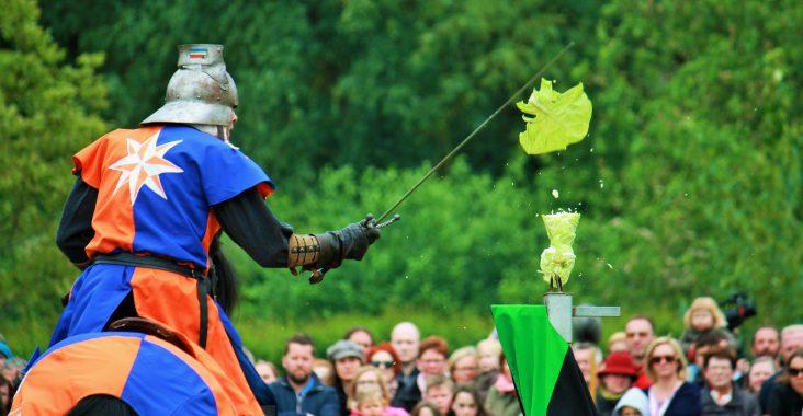 sage van de eenhoorn middeleeuws spektakel ridder paard zwaard