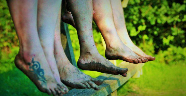 blotevoetenpad lieteberg zutendaal vuile voeten originele uitstap met familie origineel met kindjes voeten wassen