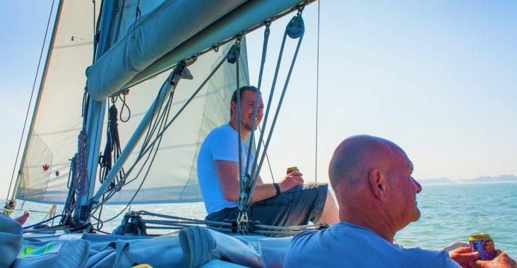 zeilen op de Noordzee zeilen op zee Cadzand originele uitstapjes schipper Jos