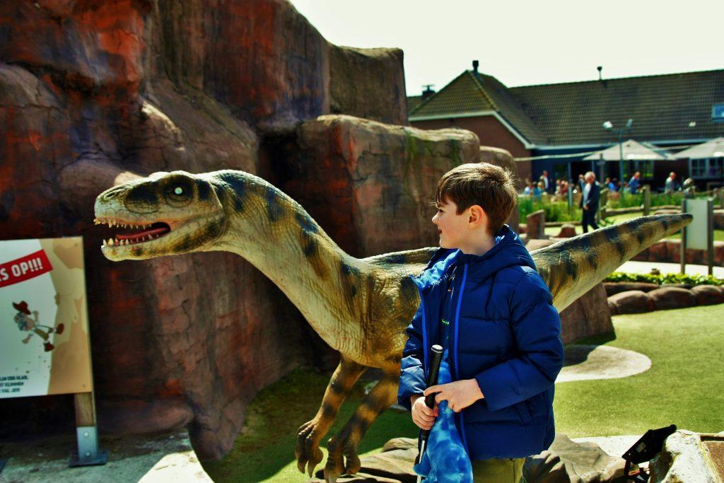 jURASSIC aDVENTURE GOLF PARC minigolf dino's dinosauriërs midgetgolf velociraptor