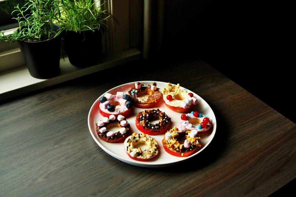 food for kids snacks healty vieruurtje tienuurtje kinderen brooddoos koken met kids Appeldonut apple donut