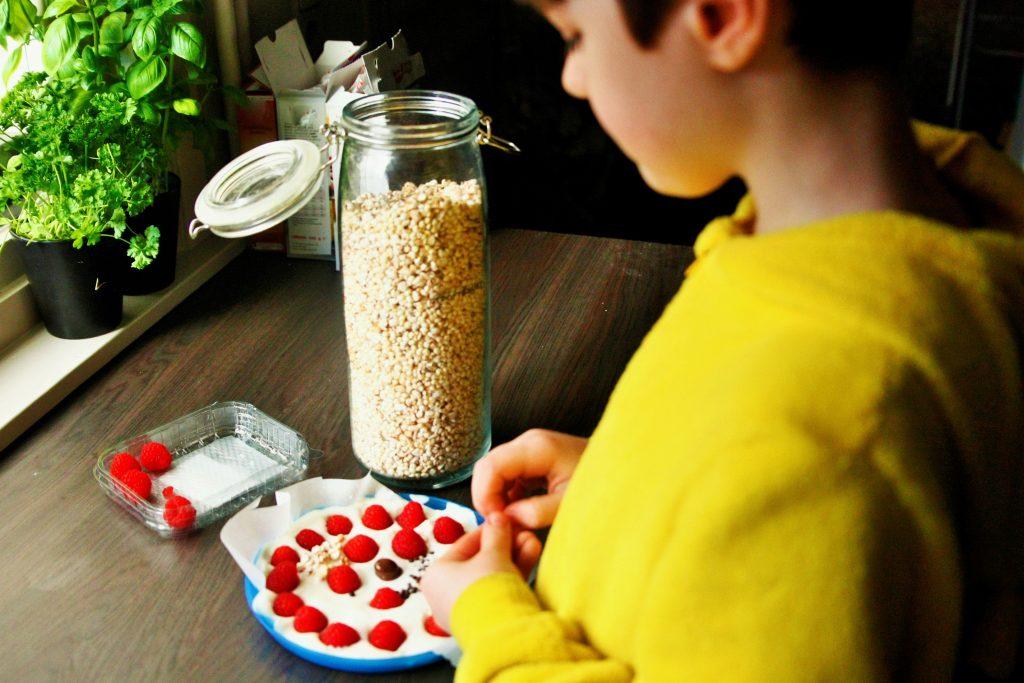 food-for-kids-snacks-healty-vieruurtje-tienuurtje-kinderen-brooddoos-koken-met-kids-yoghurt-bark