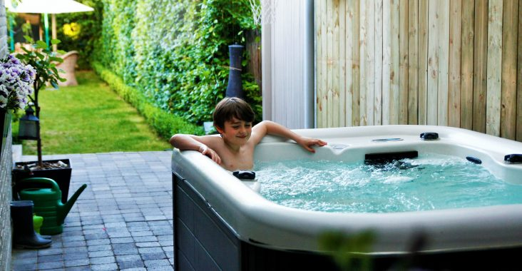 jacuzzi at home jacuzzi huren jacuzziplezier wellness at home spa at home entertainment at home activiteiten jacuzzi tuin