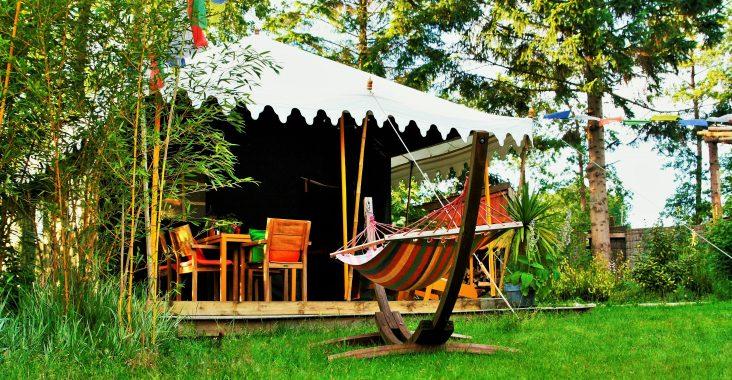 origineel overnachten indiase tent indische tent glamping origineel kamperen india staycation buitengewoon overnachten Radja tent camping buitenwereld kamperen