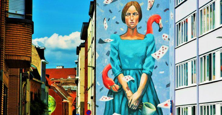 mechelen muurt maanpad visit mechelen 2800love Mechelen love graffiti gijs vanhee kunst in mechelen de maan raamtekeningen (10)
