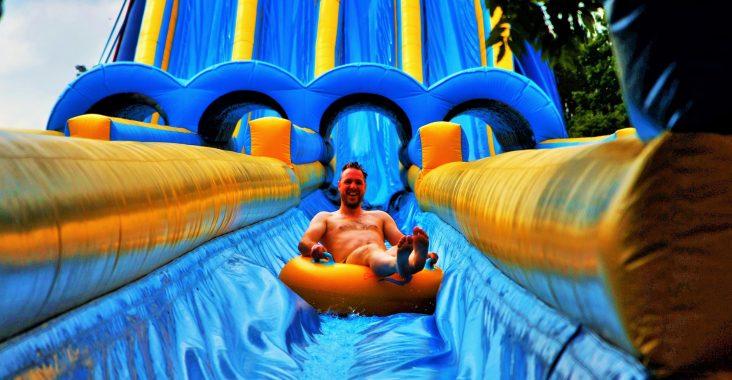 monster summer slide de ster Sint Niklaas aquapark Jump opblaasbare glijbaan waterglijbaan wateractiviteit kinderen weg met kinderen uitjes kinderen (2)