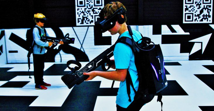 kickcity genk vr gamen EVA game arena vr gaming weg met kids teambuilding visit genk gellyball cube challenges riebedebie weg met kids (9)